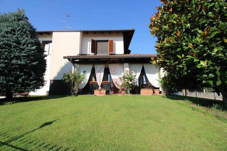 Villa con giardino in vendita immediate vicinanze Vercelli