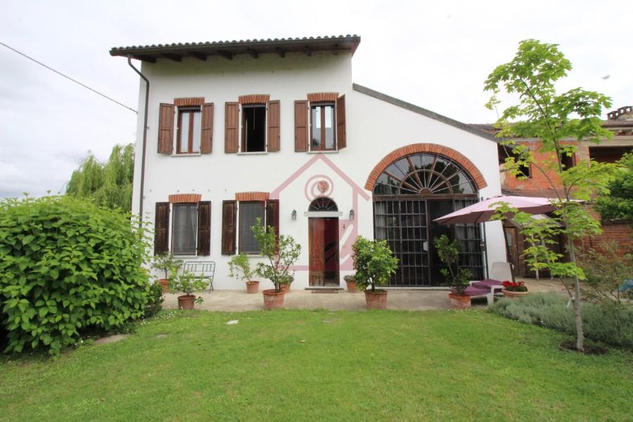 Casa Indipendente a Pertengo in vendita