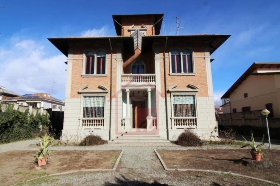 Santhià prestigiosa villa d'epoca vendesi