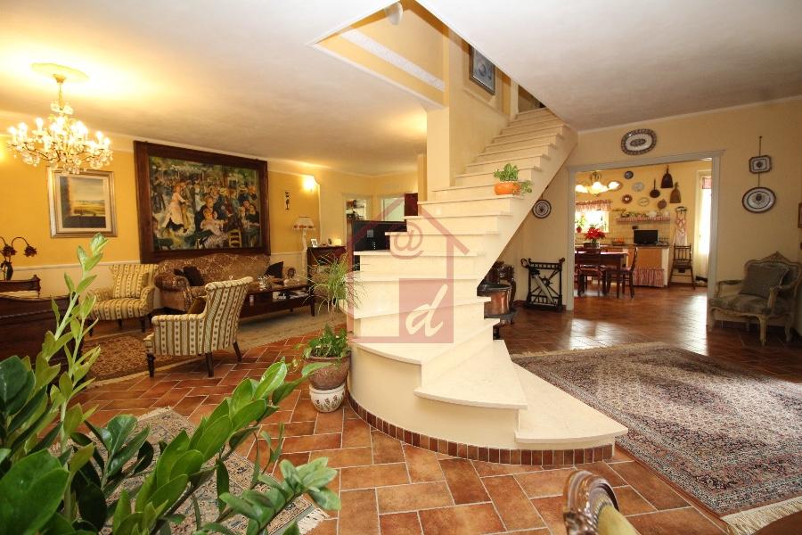 Vendesi Villa in Vinzaglio di 390 mq