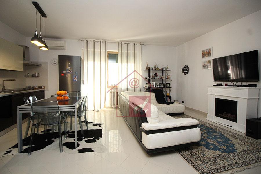 VERCELLI vendesi appartamento ristrutturato