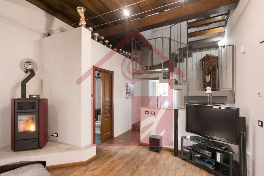 Vercelli casa indipendente in via Bodo vendesi