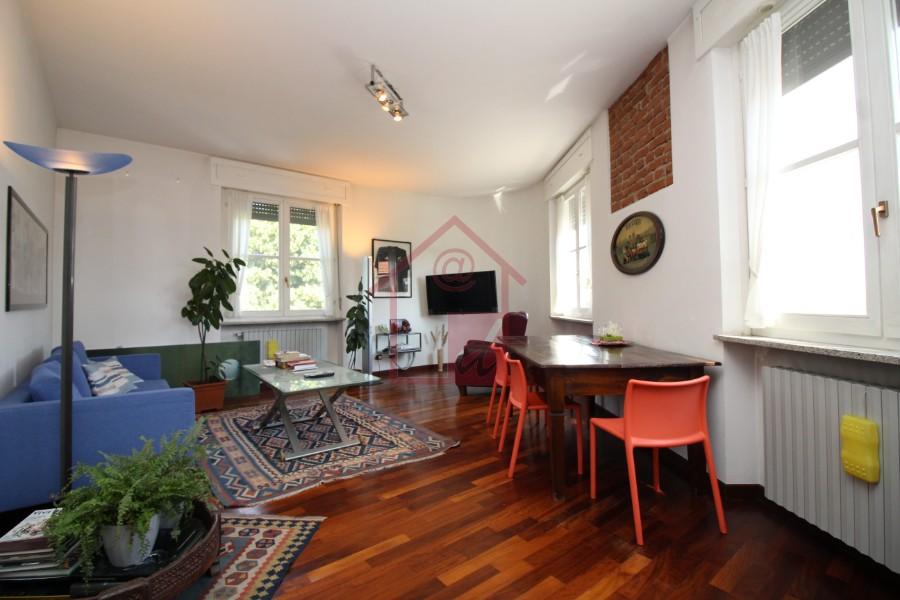 Appartamento ristrutturato con box in vendita a Vercelli