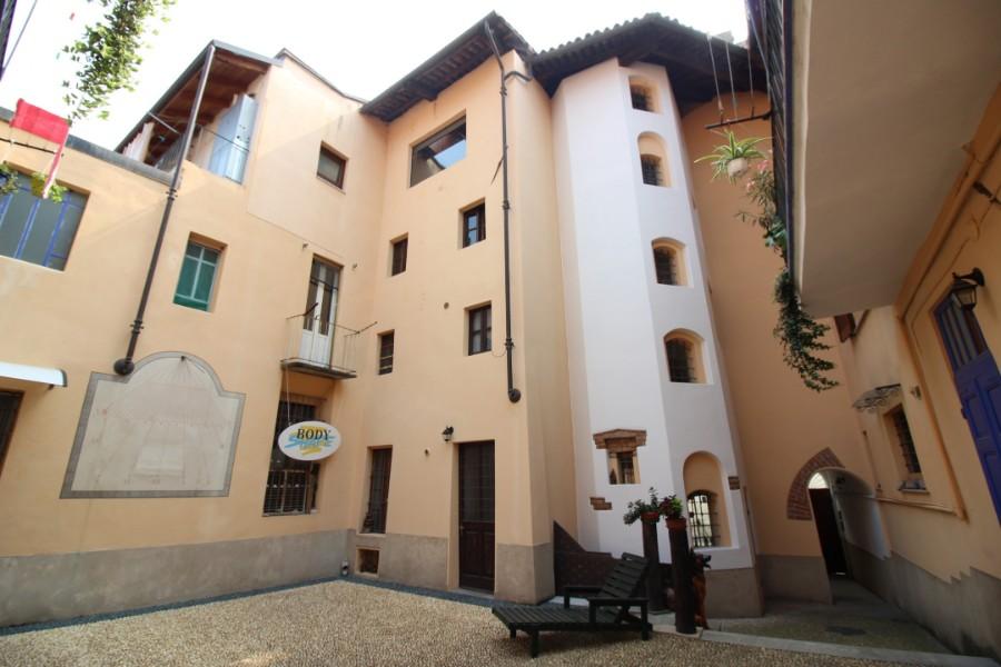 Vercelli Intero stabile in Via Felice Monaco vendesi