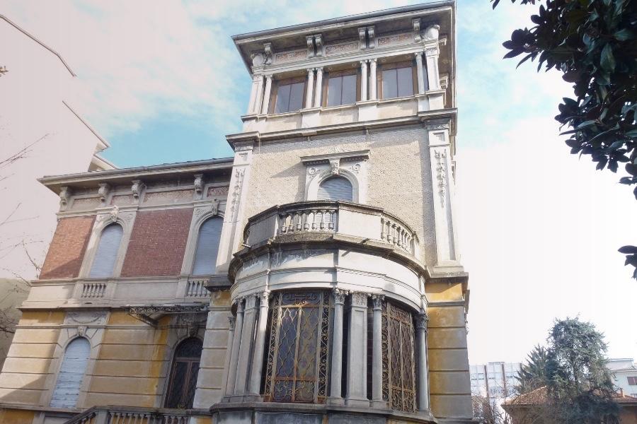 VERCELLI Villa d'epoca Via Tripoli in vendita