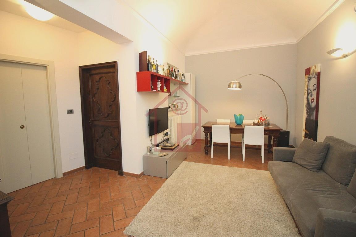 Vercelli via Camillo Leone Appartamento in Palazzo d'epoca