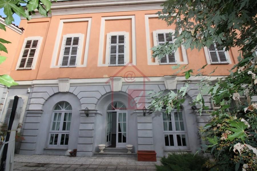 Vercelli villa in centro storico vendesi