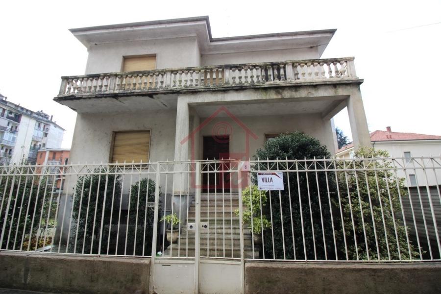 VERCELLI Villa Indipendente con Giardino